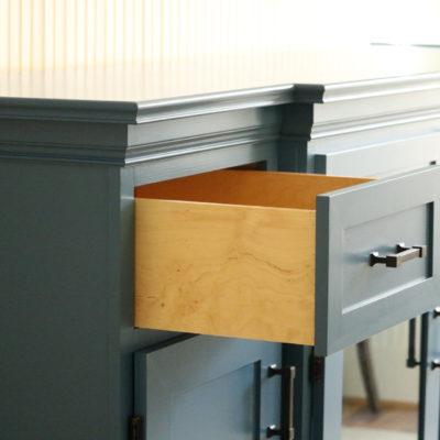 Dresser 2